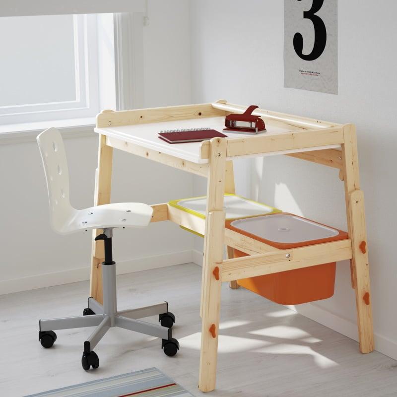 IKEA Kindertisch Flisat mit Stuhl und Zubehör im Kinderzimmer